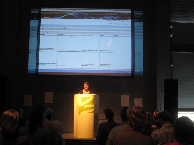 Carolien Teunisse presenting the database